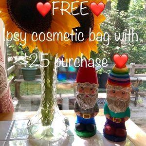 ❤️FREE❤️ Ipsy cosmetic bag!